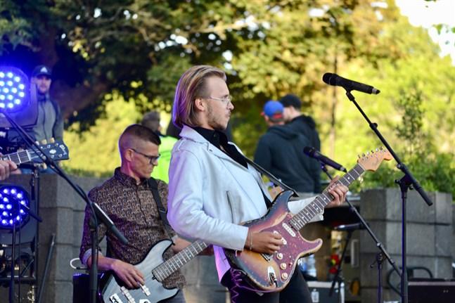 Philip Järvenpää Blues Experience uppträdde i Skolparken under Jakobs Dagar i somras. Nu släpper bandet sin första singel.