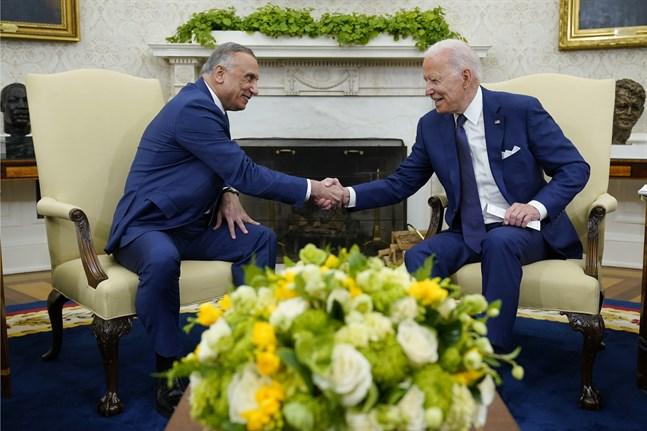 Iraks premiärminister Mustafa al-Kadhimi och USA:s president Joe Biden träffades i Vita husets Ovala rum.