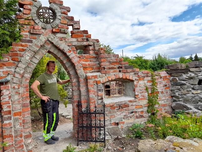 """Sixten Ahlsved kallar den här delen av trädgården för """"klosterrummet""""."""