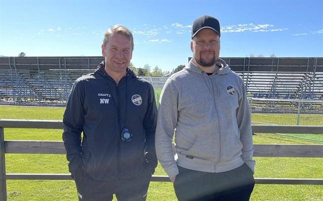 Tränarbyte. Niklas Vidjeskog (t.v) är ny huvudtränare för KPV efter att Niko Kalliokoski (t.h) avskedades under måndagen.