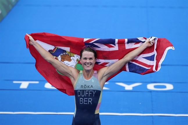 Flora Duffy tog Bermudas första OS-guld någonsin då hon vann triathlontävlingen i Tokyo.