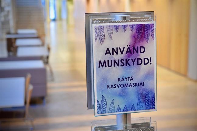 Egentliga Finland befinner sig i accelerationsfasen. Därför vill landskapets coronakoordineringsgrupp införa stränga rekommendationer för användningen av munskydd i regionen.