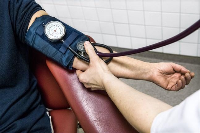 Nio av tio med högt blodtryck får inte tillräckligt med behandling, enligt en studie från Sahlgrenska akademin.
