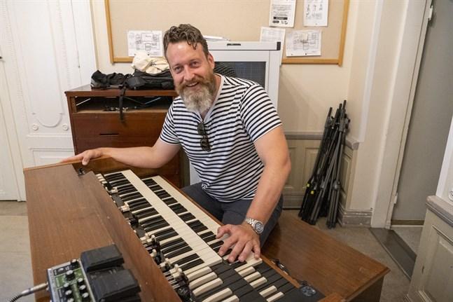 Hammondorganisten Sven Figee spelar Led Zeppelin och Pink Floyd i kombination med Antonio Vivaldi och Ennio Morricone.