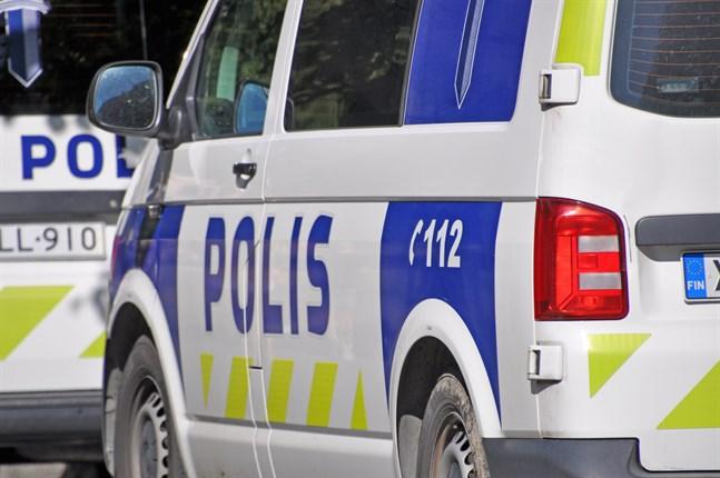 Polisen befinner sig på olycksplatsen i Kuhmois.