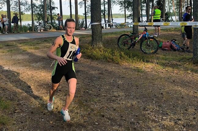 Emely Häger avgjorde Seljes Triathlon med sin starka löpning.