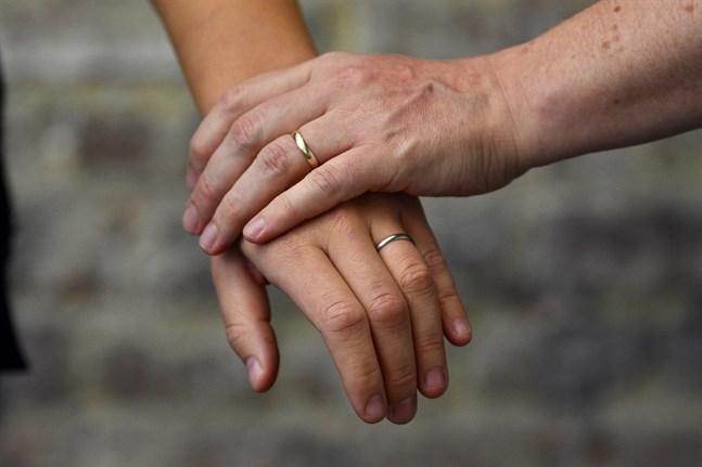 När biskopsmötet tog ställning till vigsel av samkönade par i oktober förra året kom de till slutsatsen att det inte finns någon anledning att ändra på kyrkans existerande anvisningar.