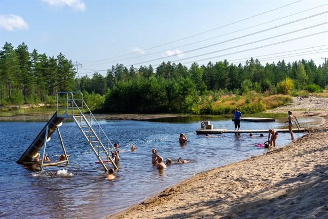 Simskolorna som arrangeras av Folkhälsan i Esse flyttar undantagsvis till badstranden vid Vilttorpet i Bennäs.