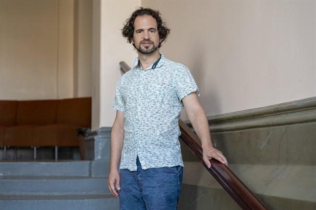 Jonathan Stockhammer trivs i Finland. Han har tagit med sin familj till Vasa, och har passat på att besöka badstränder här när han inte är upptagen med repetitioner på festspelen.
