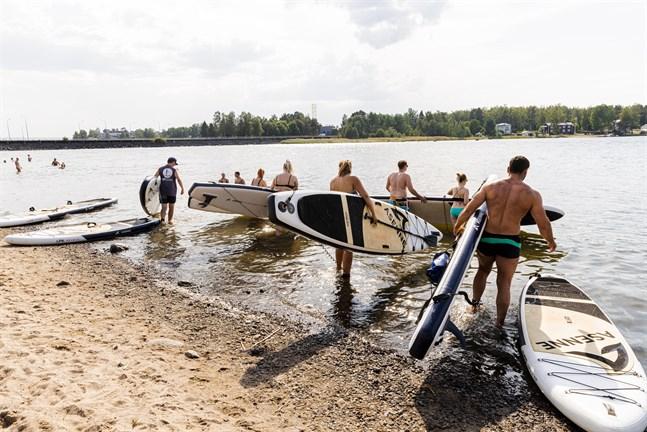 Under varma sommardagar är SUP-brädorna på Sandö ständigt i användning. Och då finns det ändå tolv stycken.