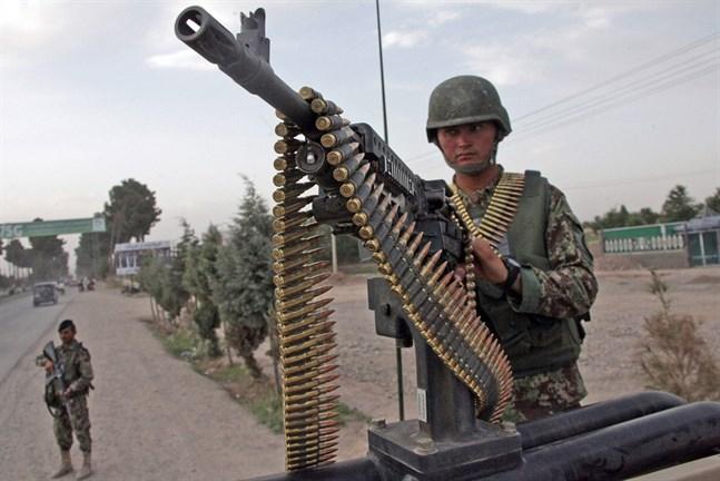 En afghansk regeringssoldat på bevakningsuppdrag i Herat. Arkivbild.