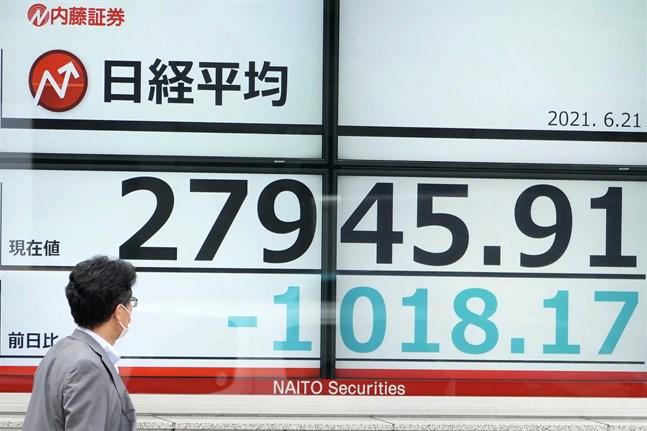 Tokyobörsens Nikkei 225-index går ned i fredagshandeln.