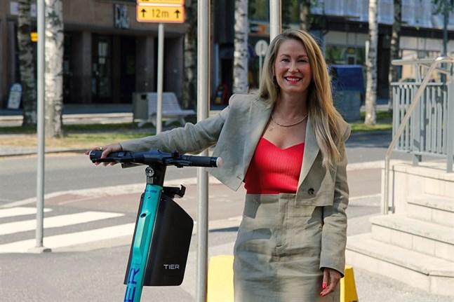 Sari Somppi är en av initiativtagarna till att elsparkcyklar går att hyra i Vasa.