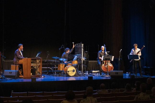 De fyra musikerna i ensemblen ORBI serverade saftiga vibraton och en tonbildning kryddad med growl och multitoner.