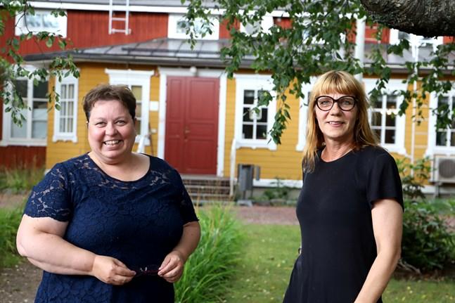 Elisabeth Morney och Hannah Kaihovirta är arrangörerna bakom kreativitetssymposiet som Aalto-universitetet ordnar i Solf.