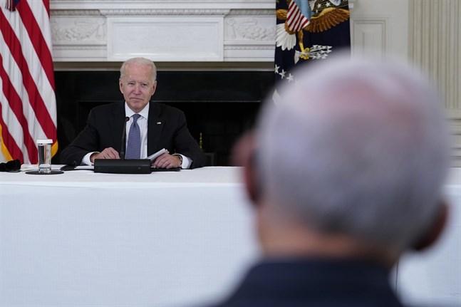 USA:s president Joe Biden vid ett möte i Vita huset med exilkubanska företrädare.