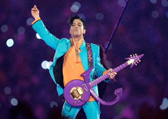 """Prince klassiska uppträdande på Super Bowls halvtidsshow 2007. Hans postuma album """"Welcome 2 America"""" släpptes i helgen och hyllas nu av kritiker. Arkivbild."""