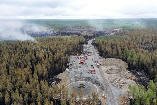 Skogsbranden har även härjat på en plats där man förbereder resningen av ett nytt vindkraftverk.
