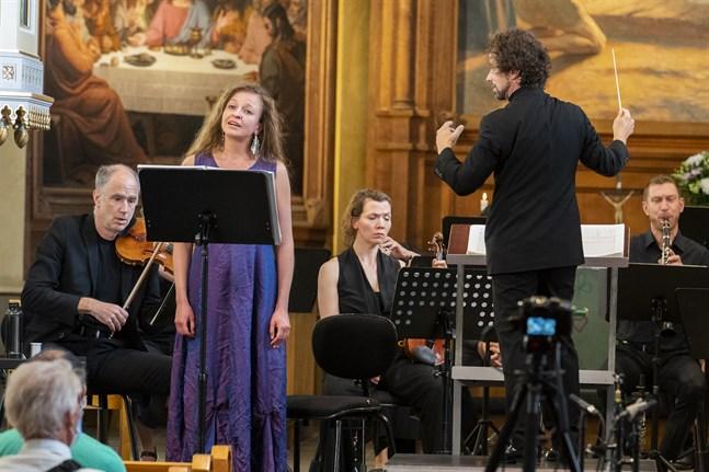 Sopranen Christina Daletska har en alldeles underbar röst och en beundransvärd förmåga att uttrycka olika stämningslägen. Hon genomförde den timmeslånga konserten med enorm skärpa, skriver VBL:s recensent. Festivalens egen orkester, Korsholm Music Festival Chamber Ensemble, leddes av Jonathan Stockhammer.