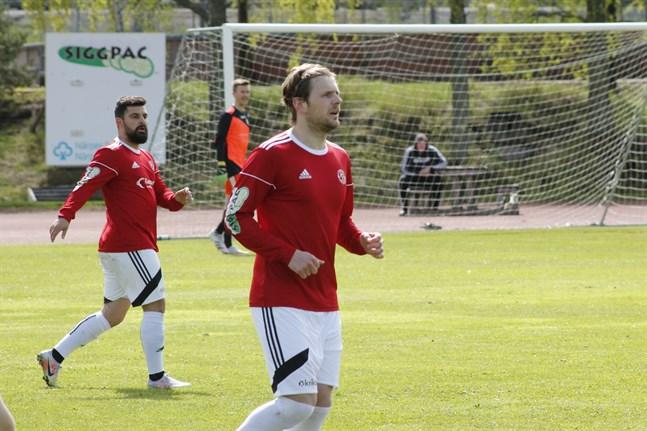 Bekir Kadic och Semso Mujkic nätade på Skogsvallen i Nykarleby. Men det räckte inte för poäng.
