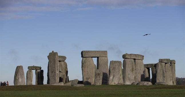 Stonehenge status som världsarv hotades av ett planerat tunnelbygge, som nu stoppas.