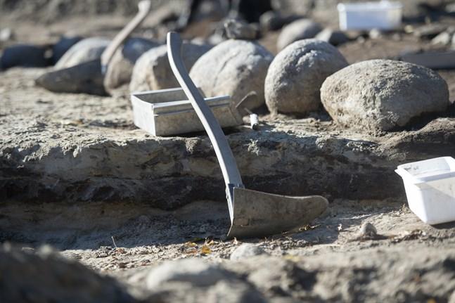 Resterna av en fornborg som kan vara Ölands äldsta har hittats. Bilden är från en annan arkeologisk utgrävning.