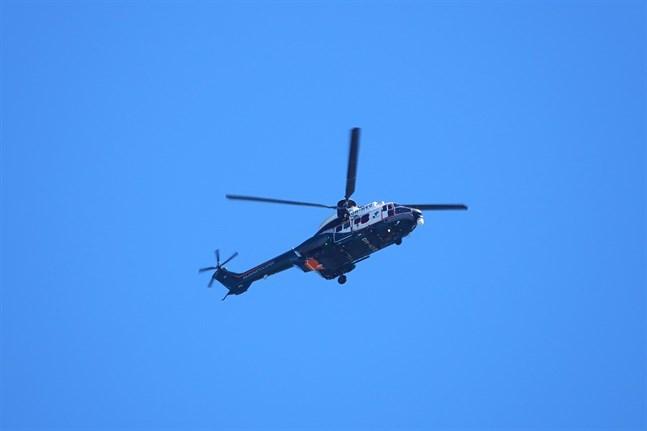 En patrull från Virpiniemi sjöbevakningsstation, Rovaniemis sjöräddningshelikopter och en bogserbåt deltog i eftersökandet.