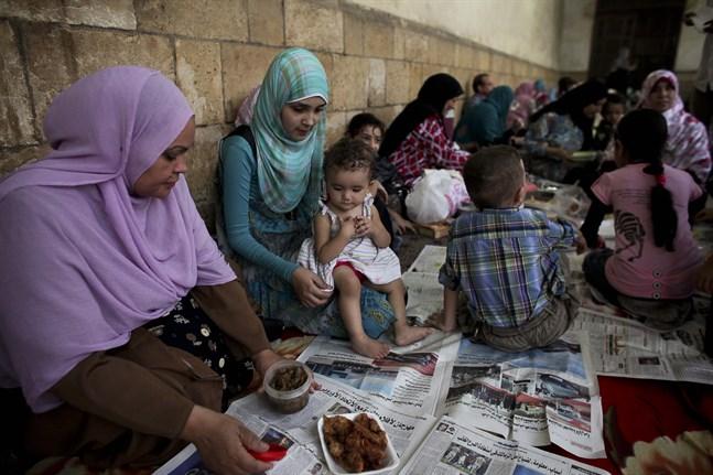 Vill du ha ett mätt barn eller fyra hungriga? Egyptens president vill införa ettbarnspolitik. Arkivbild.