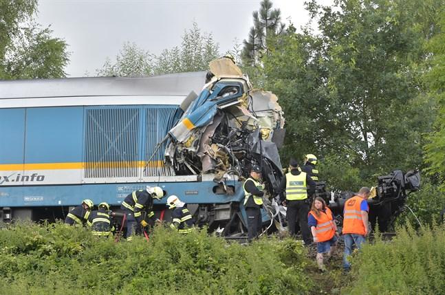 Tågkraschen inträffade i västra Tjeckien, drygt tio mil sydväst om huvudstaden Prag.