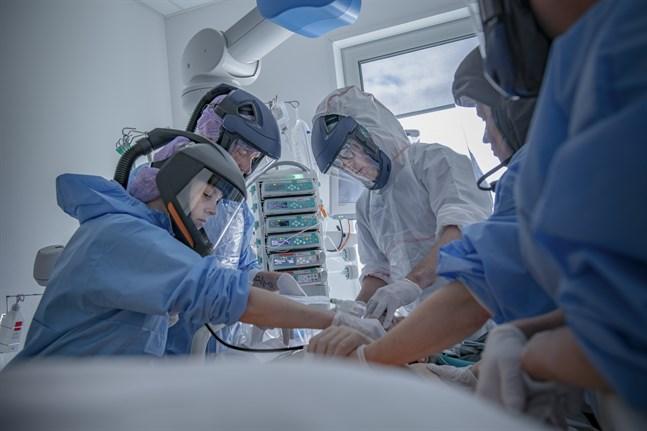 Antalet patienter som behöver intensivvård på grund av coronaviruset ökar. Om denna ökning beror på slumpen, eller den ökande smittspridningen, är svårt att avgöra. Akivbild