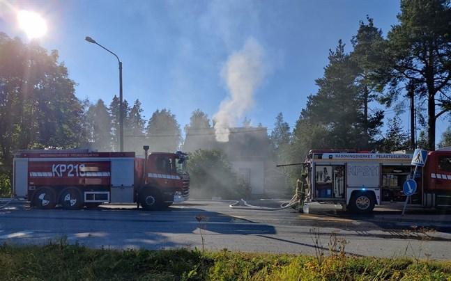 Ett egnahemshus började brinna på Furuholmen i Larsmo i början av augusti.