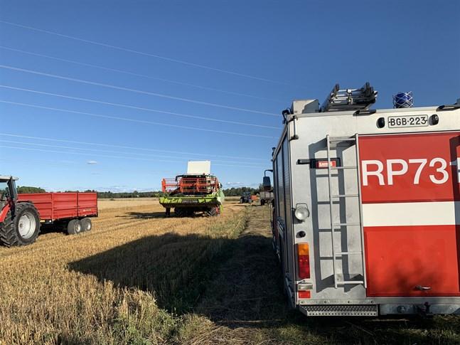 Räddningsverket kontrollerade att branden var släckt.