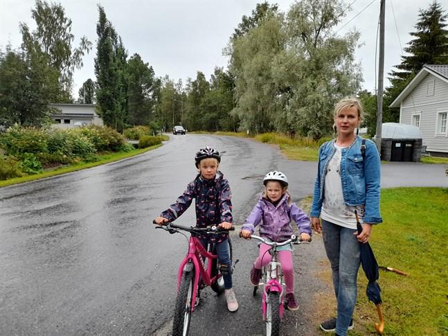 Sara, Sanna och Johanna Herrala åker ofta längs med Kronobyvägen.