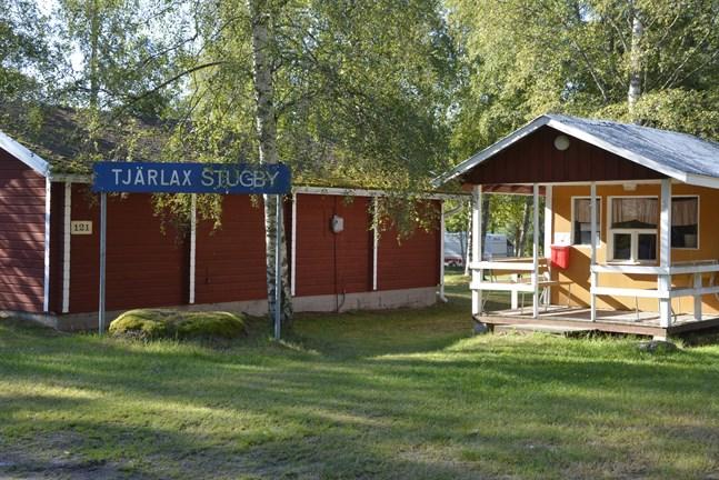 Turisterna som hör av sig till turistinfon blir hänvisade till Tjärlax stugby med sina husbilar och husvagnar.