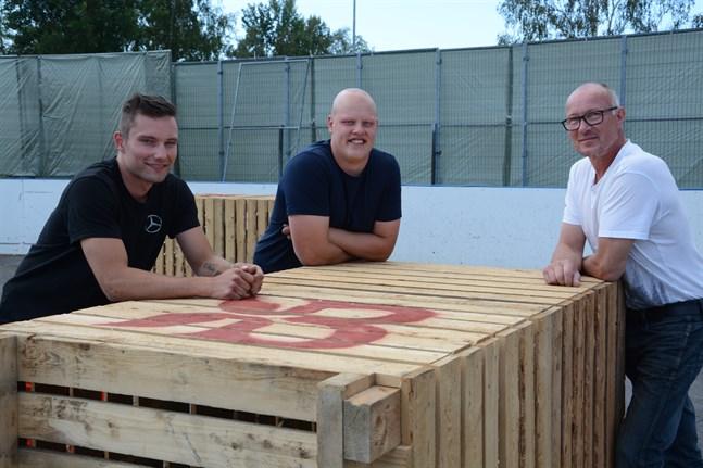 Lappfjärdsdagen går av stapeln på lördag. Lukas Lassfolk, Simon Berglund och Robert Toivonen hoppas på en lyckad dag.
