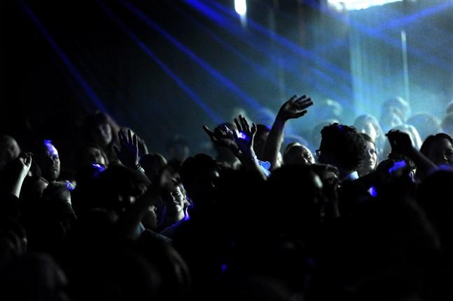 Trånga svettiga dansgolv – inget för pandemitider. Arkivbild.