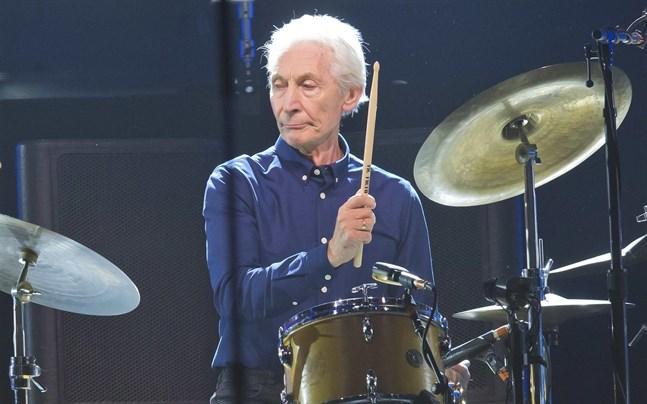 Rolling Stones trummis Charlie Watts tvingas hoppa av deras turné av hälsoskäl.