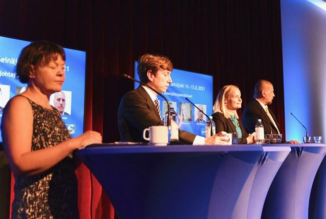 Riksdagsledamöterna Sakari Puisto och Riikka Purra är segertippade inför valet. Från vänster: Kristiina Ilmarinen, Sakari Puisto, Riikka Purra och Ossi Tiihonen.