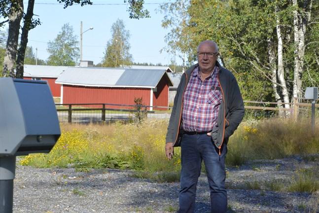 Nu börjar Rangsby byaråds arbete med husvagnstomterna i Fagerö vara komplett konstaterar byarådets ordförande Bengt Östergård. Varje tomt har tillgång till en egen elstolpe.