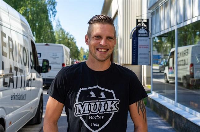 Michael Ringberg är tillbaka i Nykarleby och redo för säsongen. Med sig har han familjen med fru och fyra barn som blir kvar i ett par veckor innan de återvänder till Sverige.