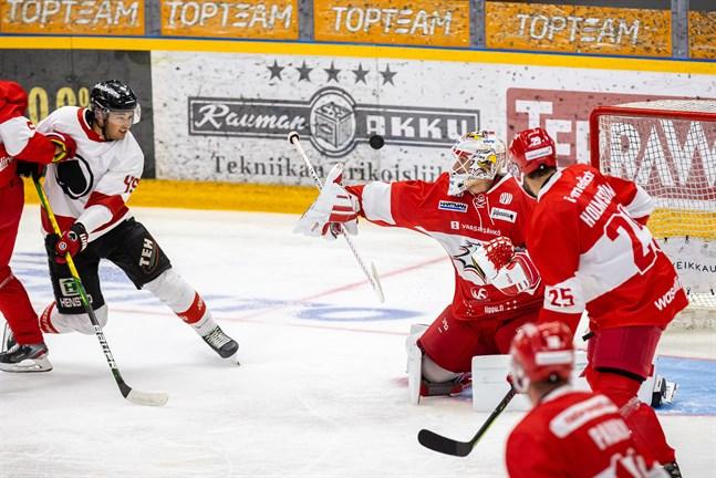 Niko Hovinen gör sin första match för säsongen mot Tappara i kväll.