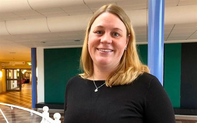 Forskaren Karin Hugelius vid Örebro universitet säger att det är viktigt att vara medveten om besöksrestriktionernas negativa effekter.