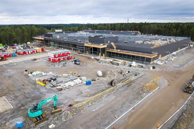 I december ska byggnadsarbetena vara klara i Liselund. Sedan ska varuhuset fyllas med varor och personal innan det öppnar.