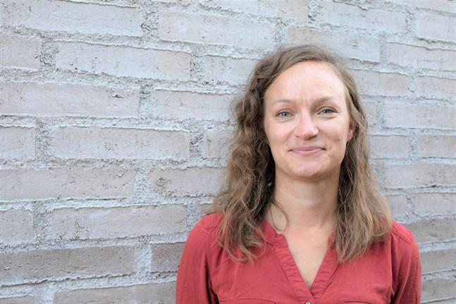 Roosa Mikkola jobbar med Marthaförbundets treåriga Östersjöprojekt. Tidigare arbetade hon på Forsstyrelsen i Vasa.