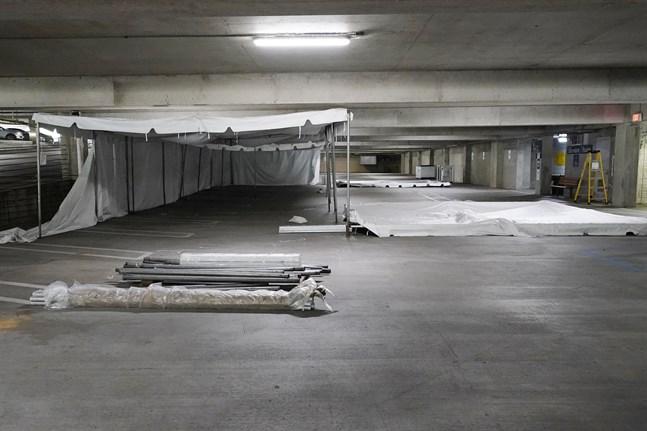 Ett fältsjukhus sätts upp i parkeringsgaraget som tillhör sjukhuset University of Mississippi Medical Center.