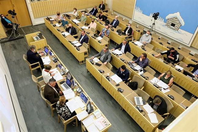 En stor del av fullmäktigeledamöterna i Korsholm har fört en valkampanj som underskrider den lagstadgade redovisningsgränsen.