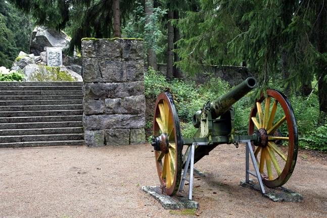 En orsak till att den ryska armén behandlade Österbotten särskilt illa under stora ofreden var böndernas motstånd under det ödesdigra slaget vid Napo 1714. Minnesmärket i Storkyro restes 1920.