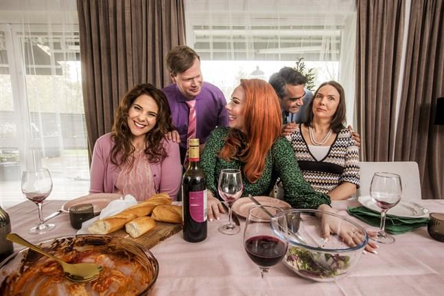 """""""Kvarteret Skatan"""" firar 20 år med nya avsnitt. Pressbild."""