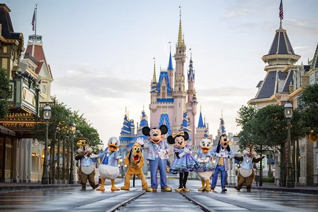 I framtidens nöjesparker är det robotar som finns innanför kostymen på Kalle, Pluto, Musse och de andra Disneyfigurerna. Arkivbild.