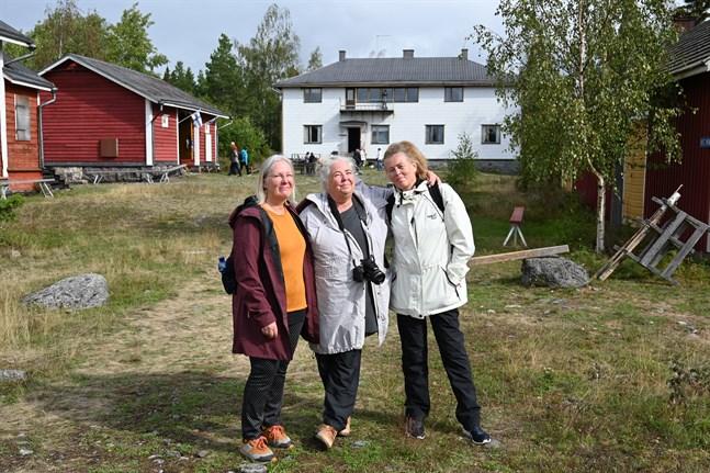 Paula Blåfield, Mirjam Silvén och Carina Skjäl kom från Vasa för att besöka Sälgrund.